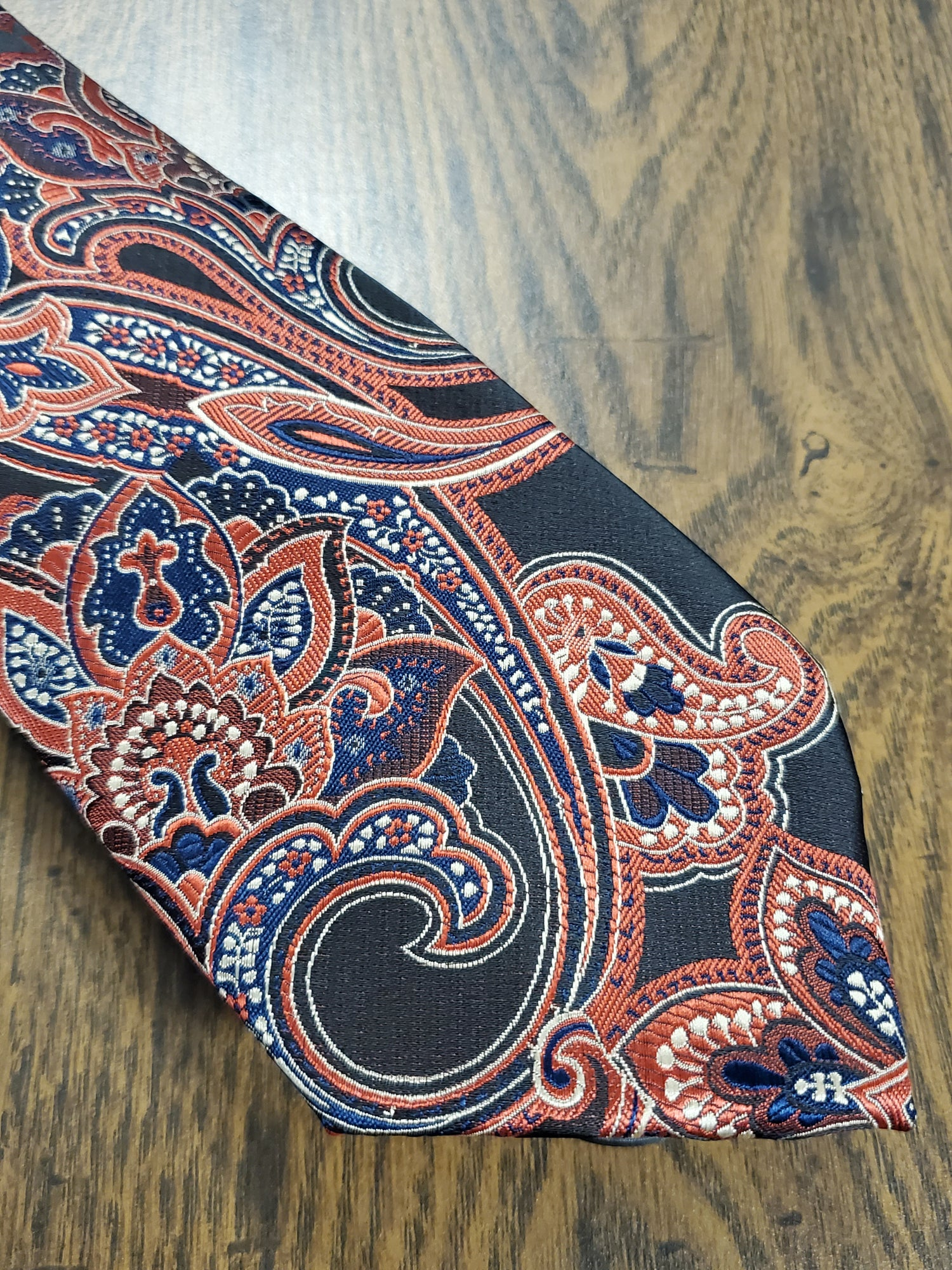 Image of PAISLEY PLEASE NECKTIE