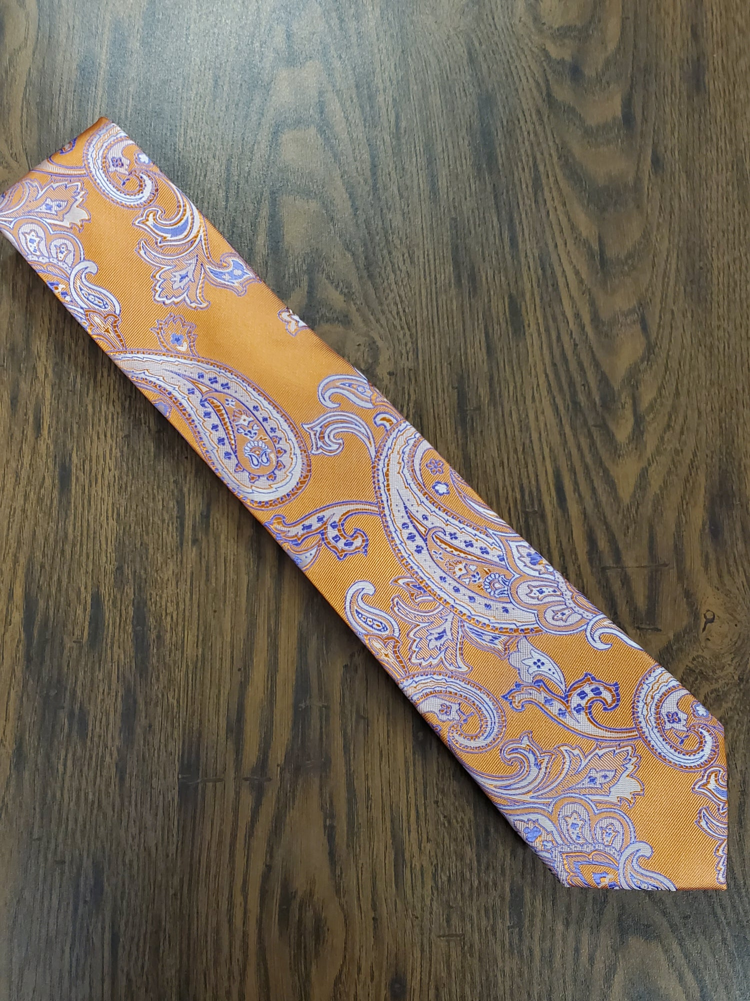 Image of POP PAISLEY NECKTIE