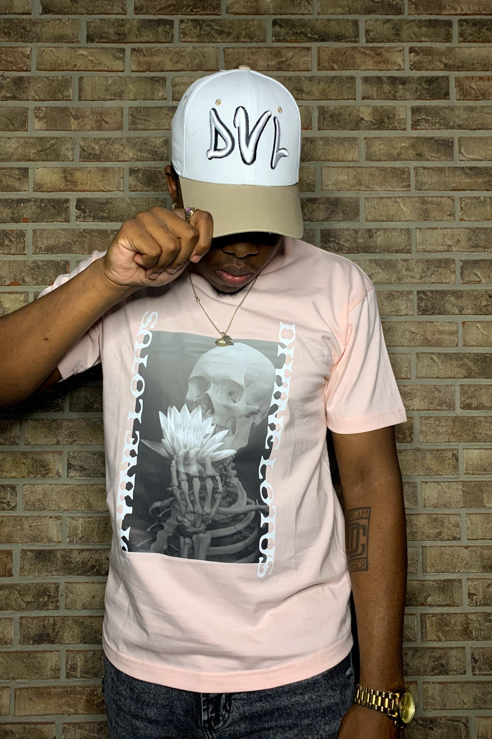 D V L Creme Fitted