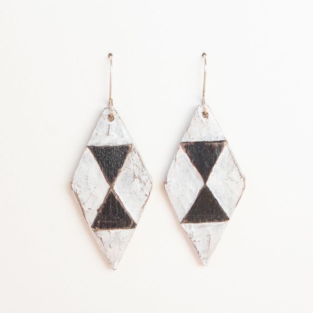 White/Black Diamonds