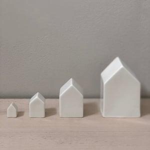 Image of Maison en porcelaine blanche