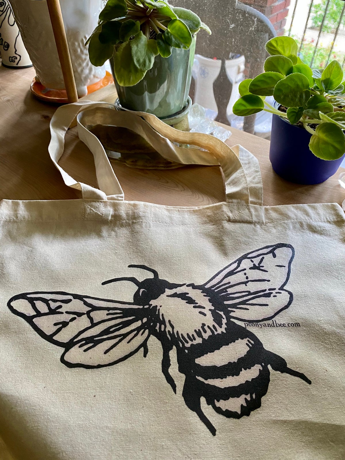 Image of Lightweight Canvas Tote - Bee 2