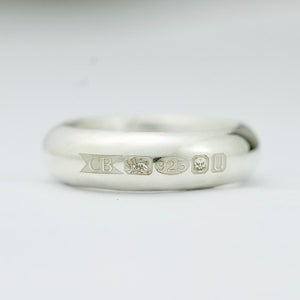 Image of extra wide feature hallmark ring (shiny)
