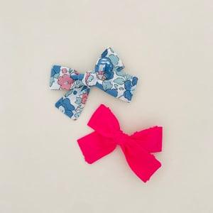 Image of Barrette Liberty Betsy bleu & rose