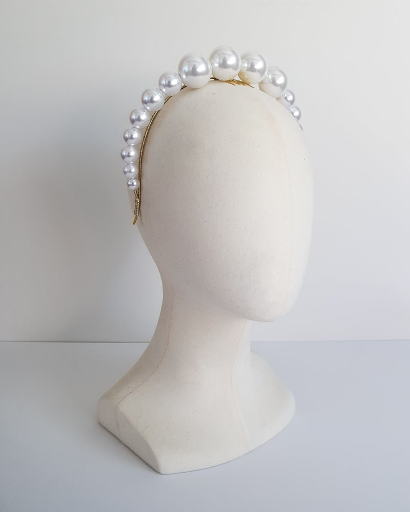 Image of OVERSIZED PEARL HEADBAND