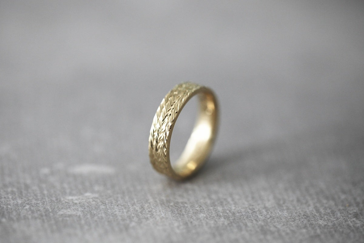 Image of 9ct gold, 5mm Herringbone carved ring