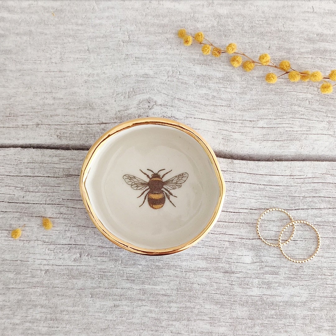 Porcelain bee tealight holder