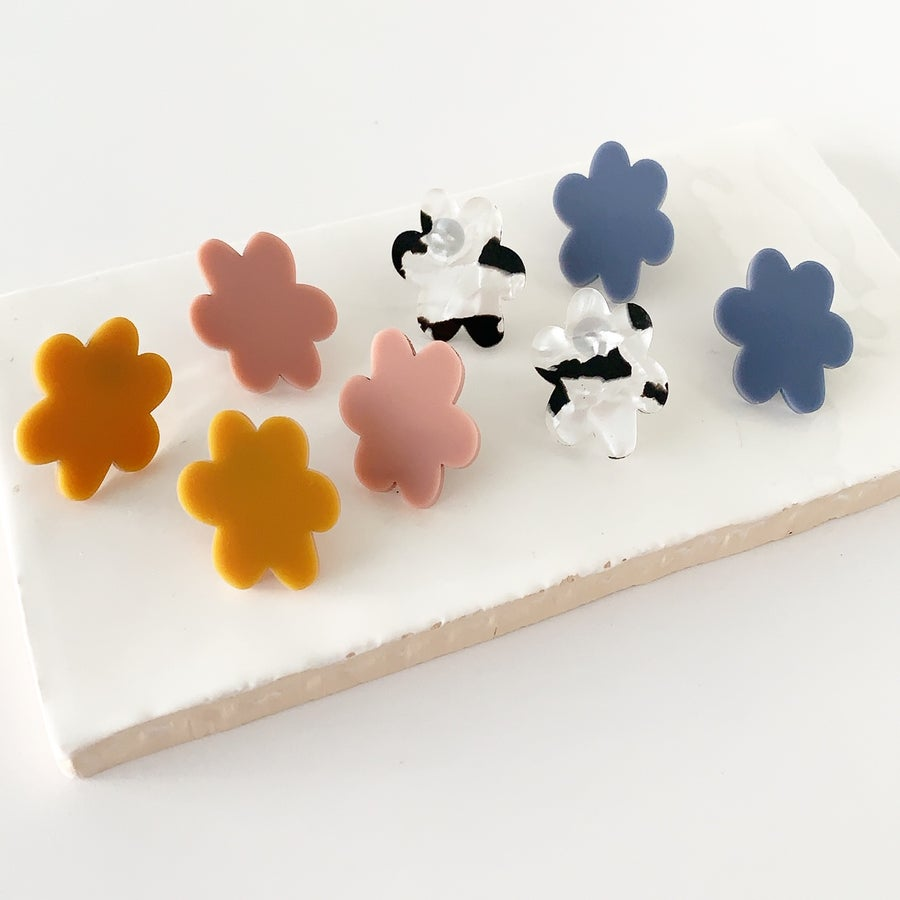 Image of Stretched Flower Studs