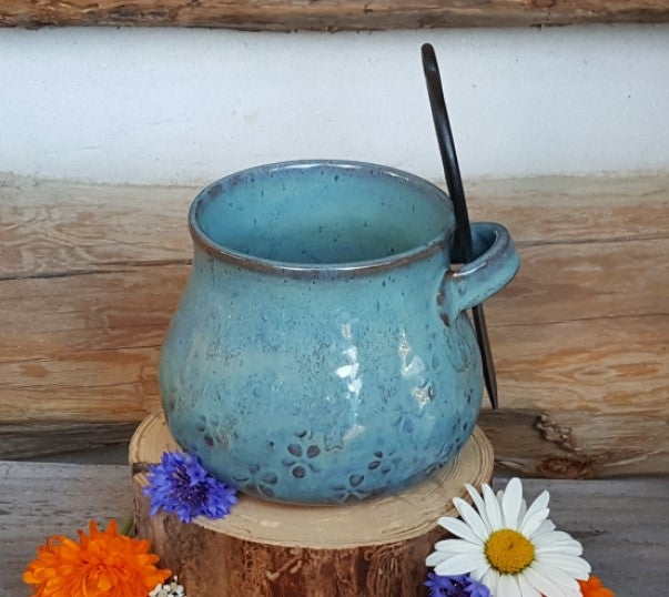 Image of Medium Crafter's Catch-all and snips: Glacial Waters (Turquoise) with Daisies