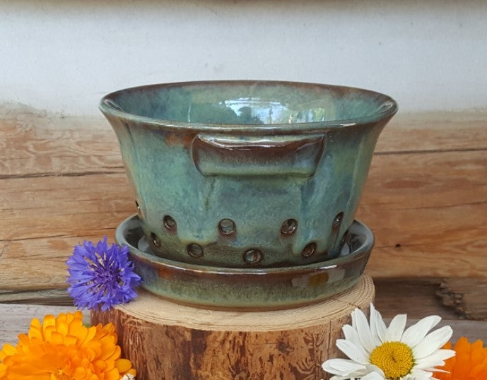 Image of Little Colander with Dish: Avalanche Gorge (Green)