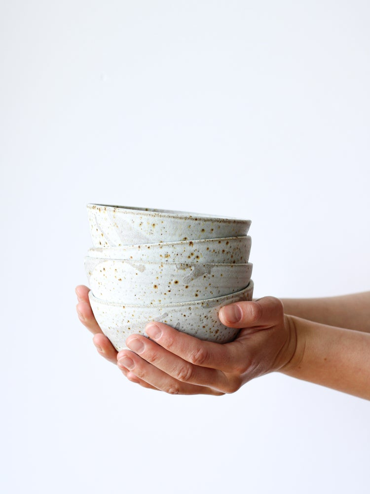 Image of snack bowl with drips (matt white)