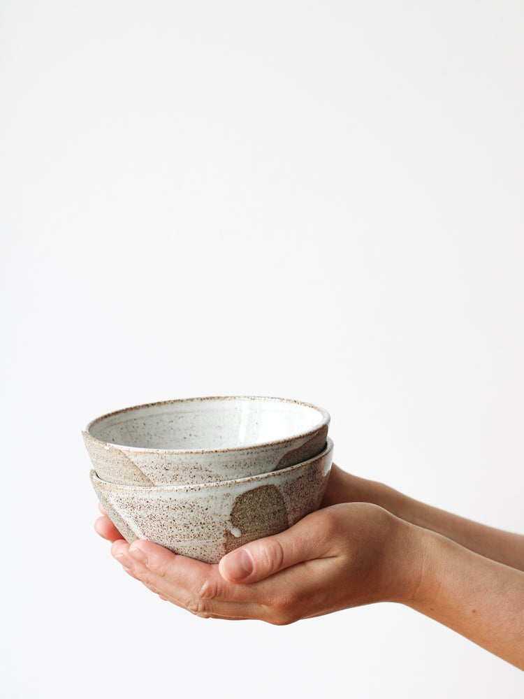 Image of snack bowl with white drips (grey clay)