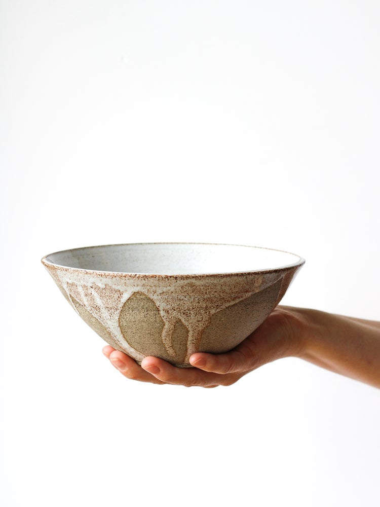 Image of serving bowl with drips