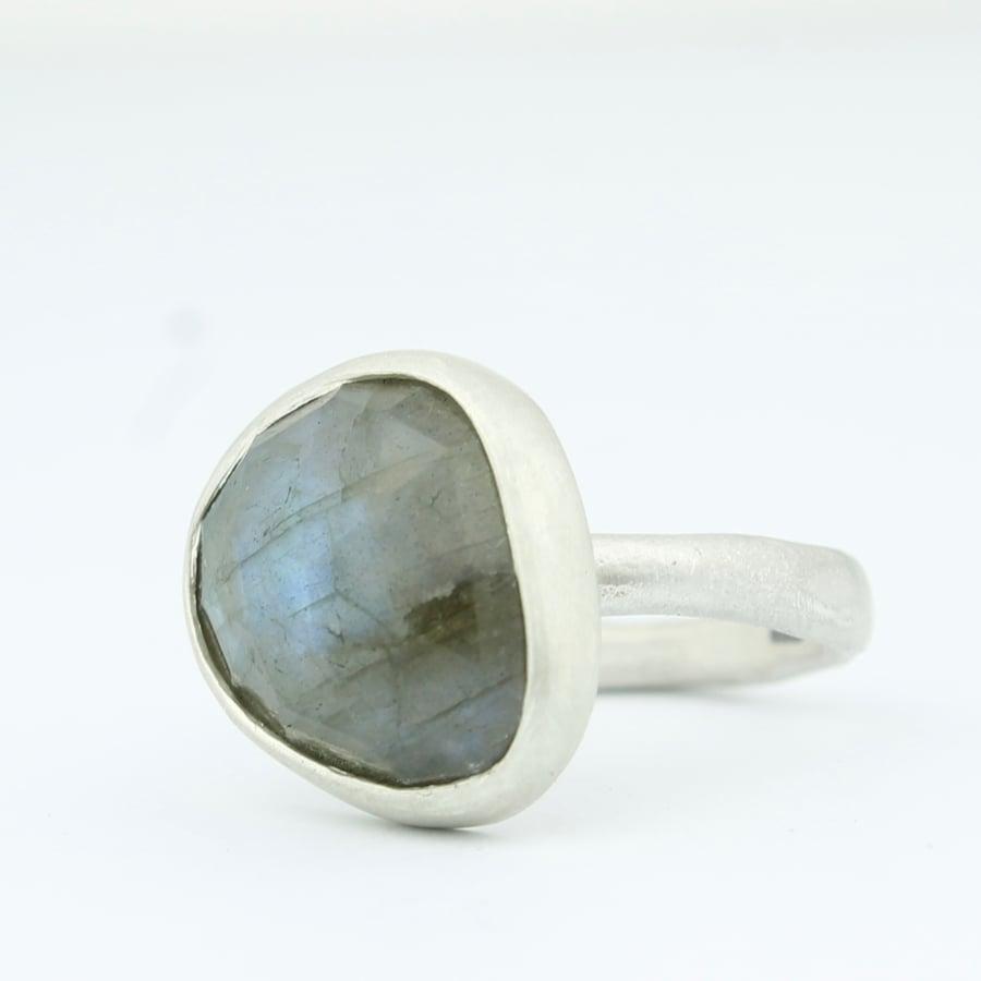 Image of labradorite ring 004