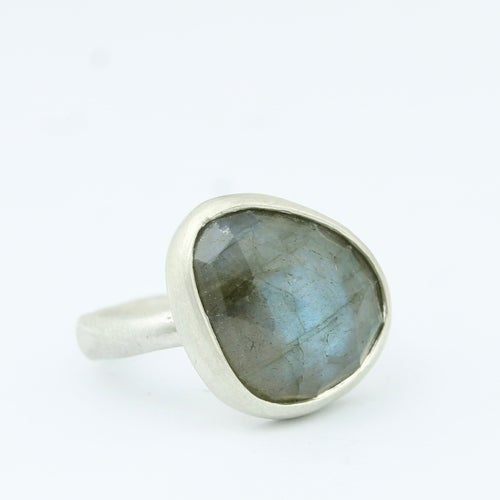 Image of labradorite ring 004