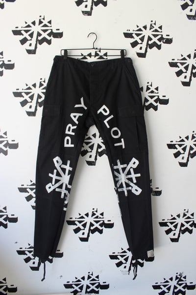 Image of steppers cargo pants in Blk/wht