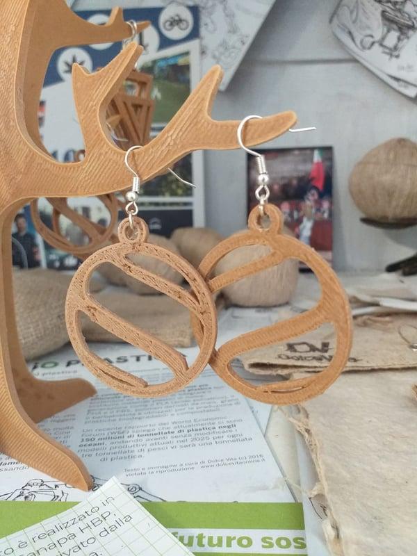 Image of Orecchini a cerchio in bio-plasica a base di Canapa