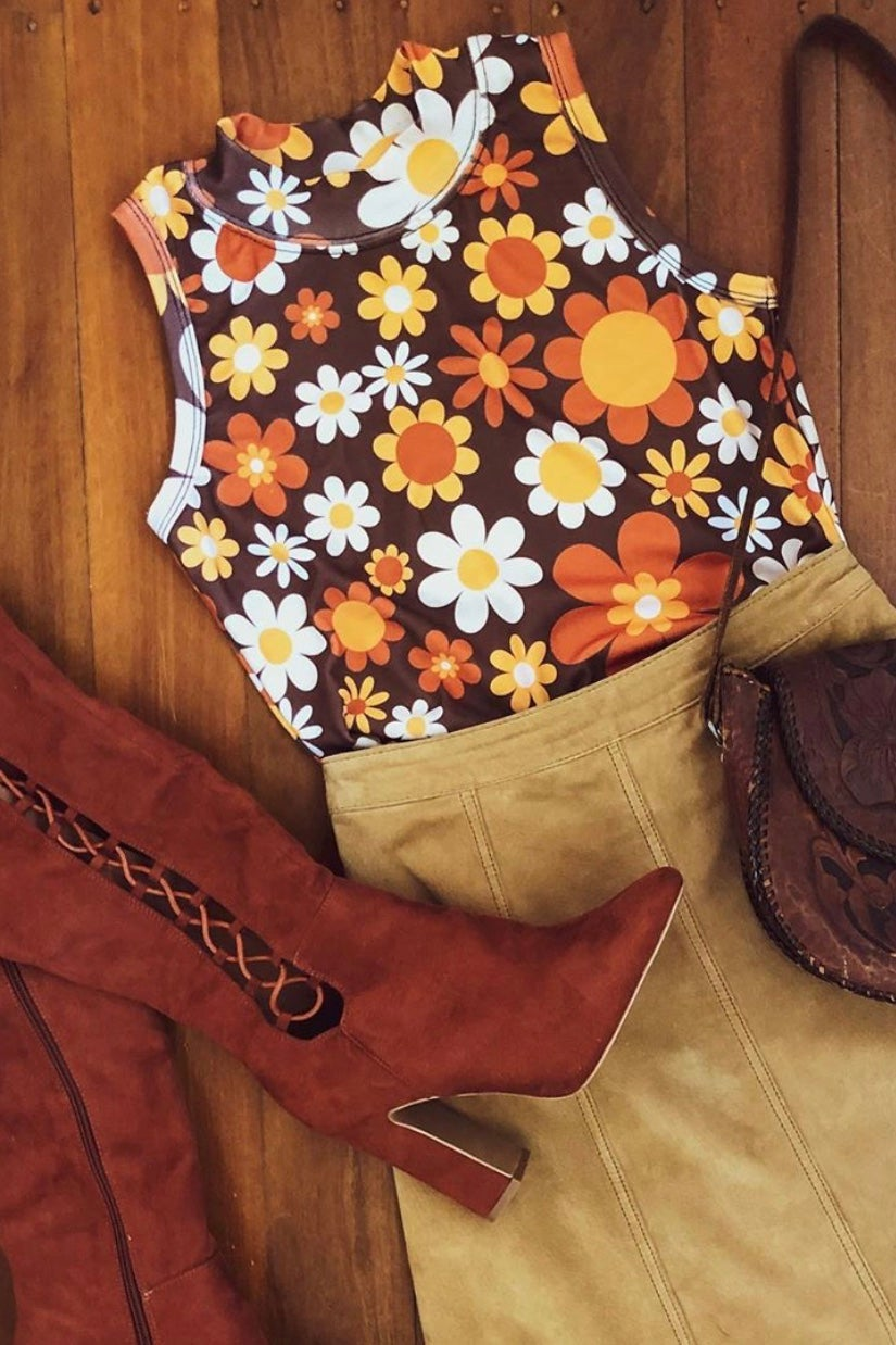 Outta sight top in Sunny side up print brown