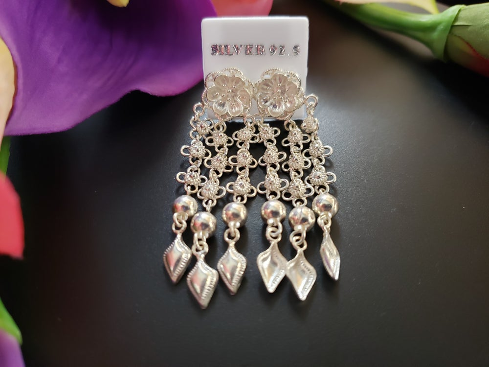 Pikun Chandlier Earrings