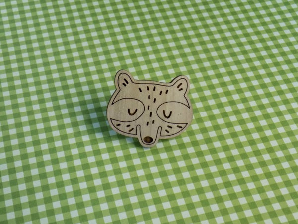 Image of Poplar Hardwood Raccoon Pin / Magnet