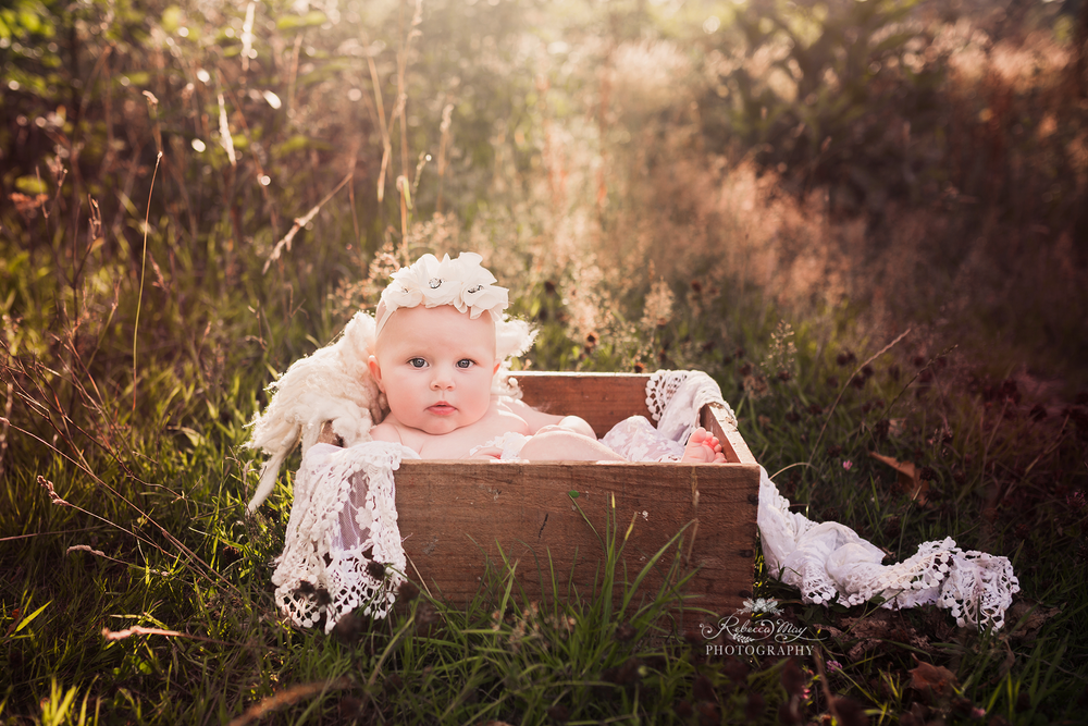 Image of OUTDOOR BABY SESSION