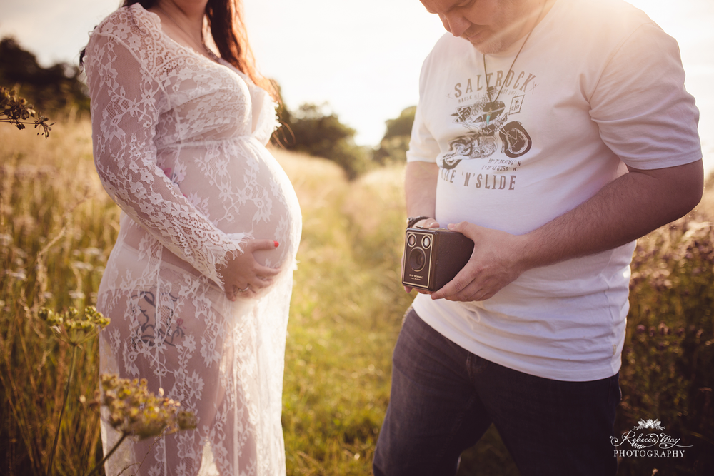 Image of OUTDOOR MATERNITY SESSION