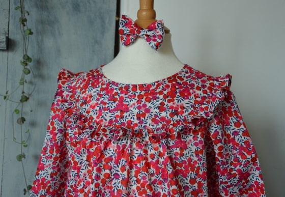 Image of Blouse liberty wiltshire bleu marine et rouge