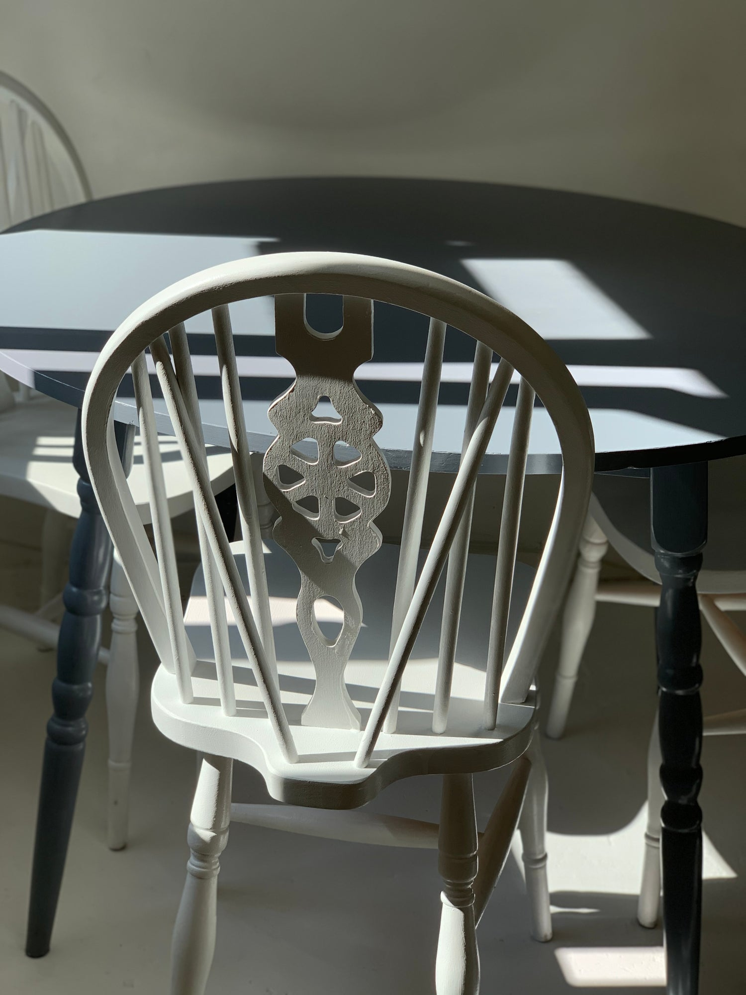 Image of Pine wood table and 3 chairs