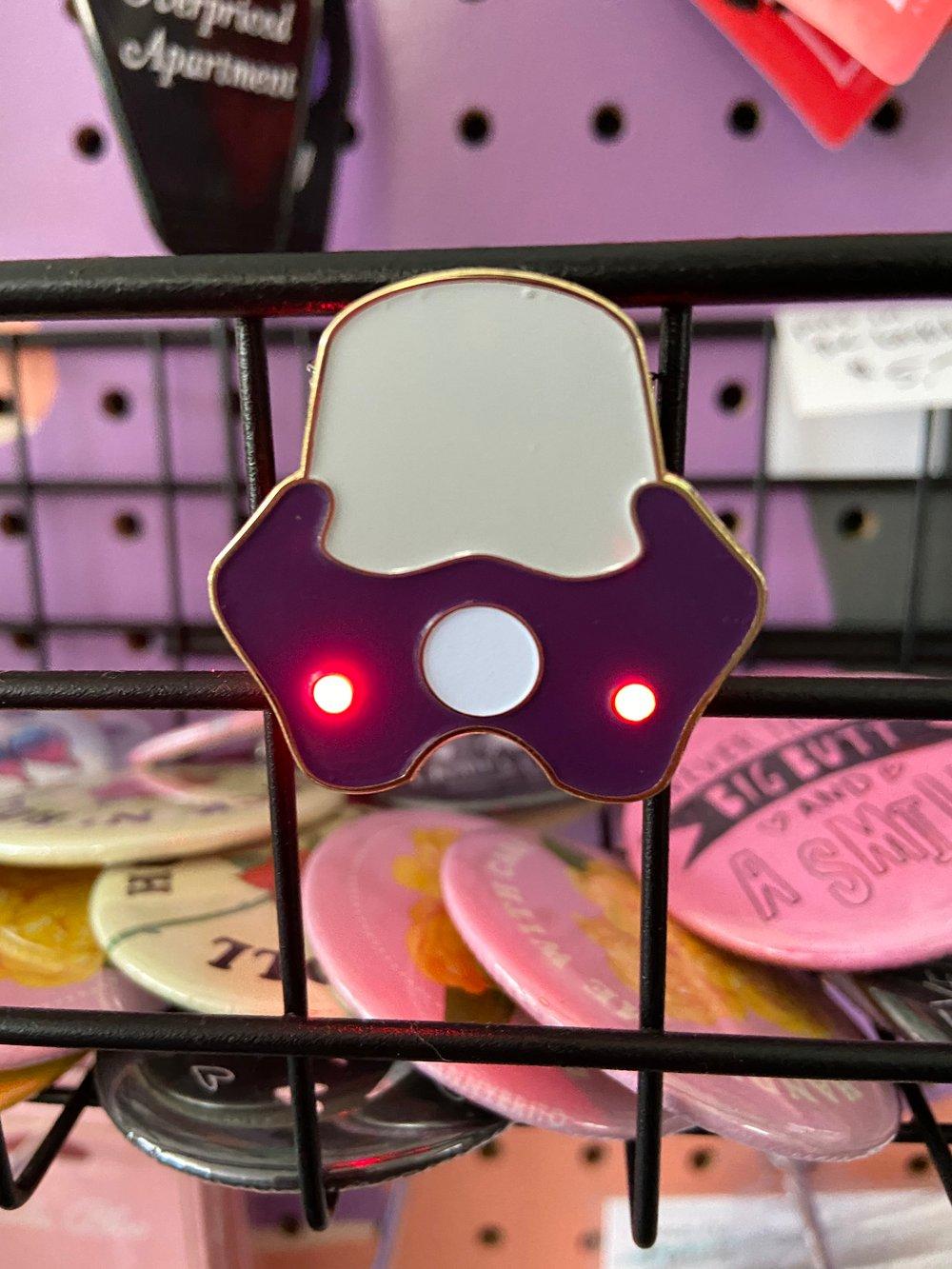 MOTO PIN (BLINKING LED LIGHTS!) CMP X 9T99