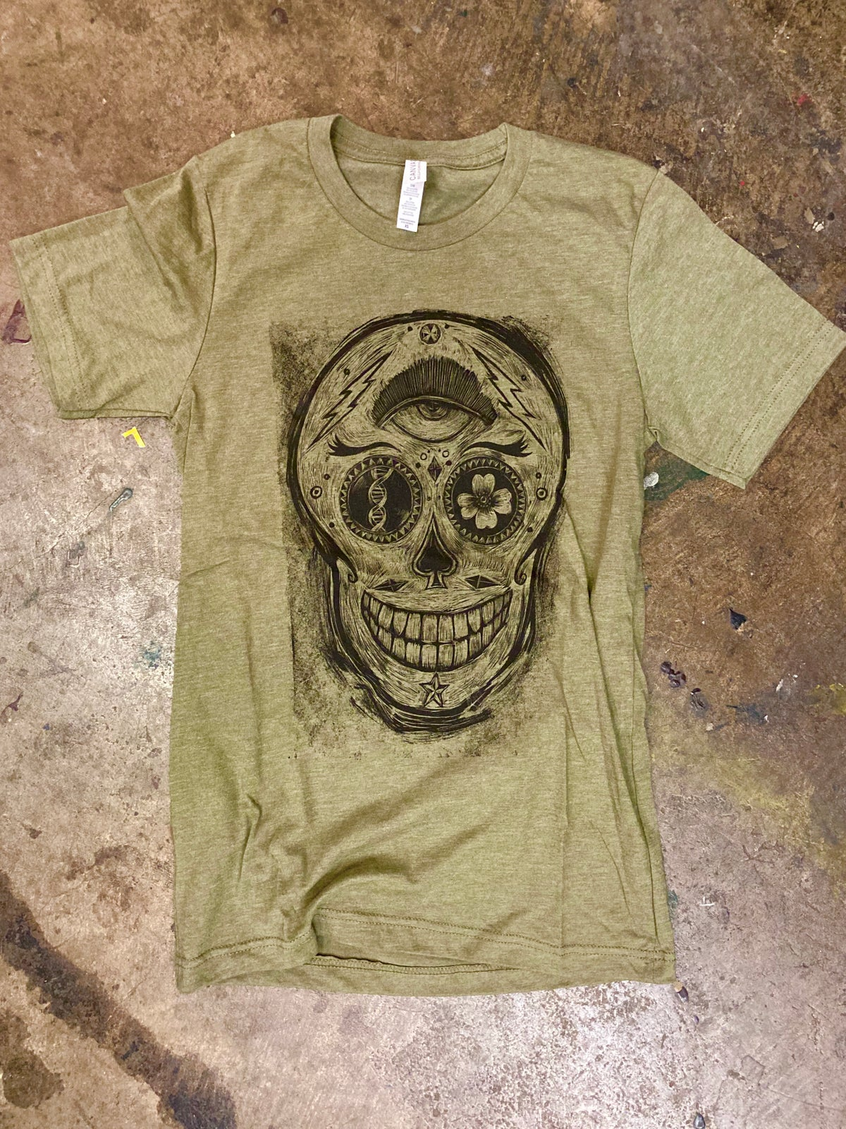 Third Eye Skull Olive Heather tee