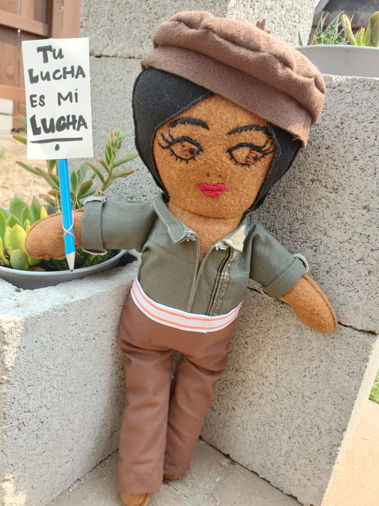 Image of Brown Beret Muñeca