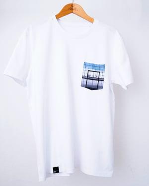 "Image of Shirt ""Fenster zur Welt"""