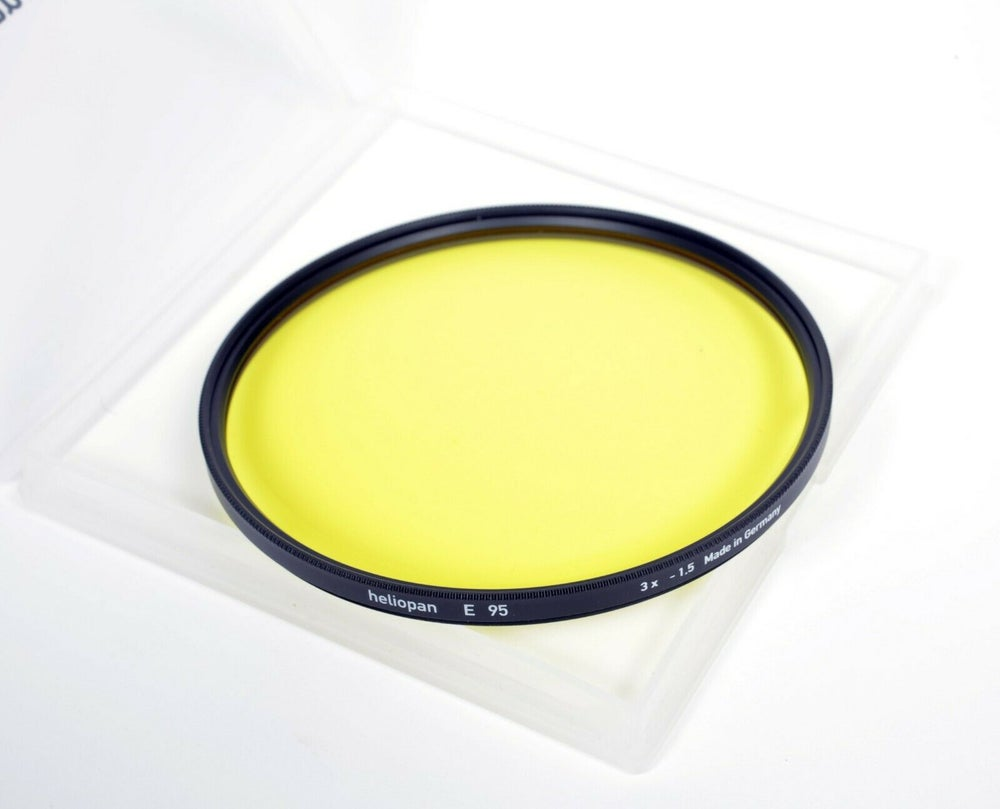 Image of Rodenstock Heliopan 95mm E #5 light yellow filter in case