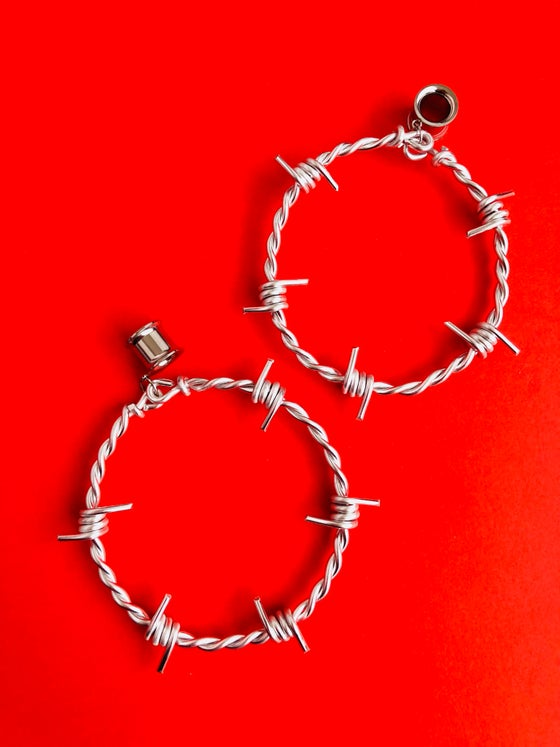 Image of CUSTOM STRETCHER BARBED WIRE HOOPS