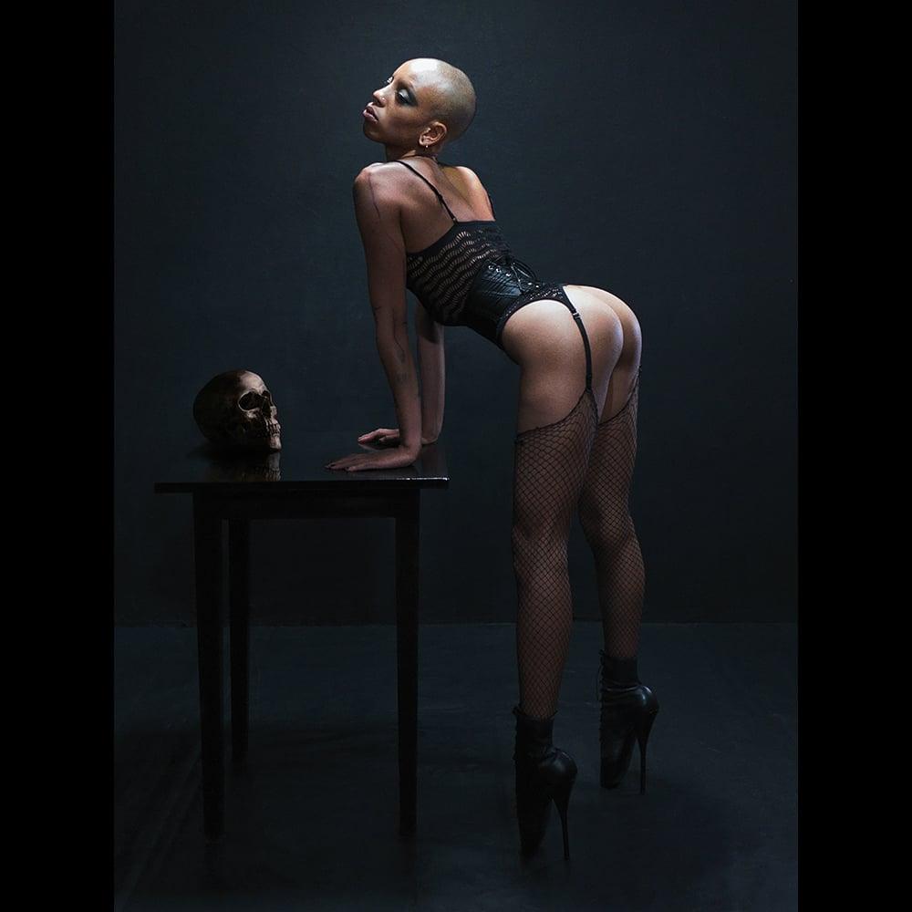 Image of BLACK SWAN