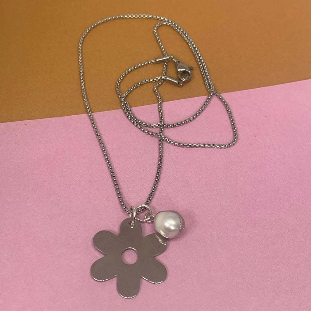 Image of Flower and pearl fine chain - stainless steel