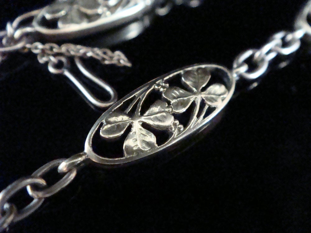 Image of Edwardian French 18ct yellow gold lucky 3 leaf clover bracelet