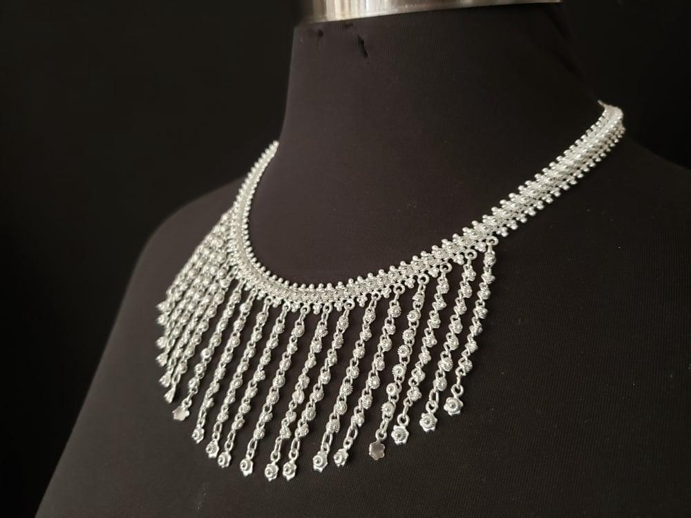 Fringe Pikun Flower Necklace