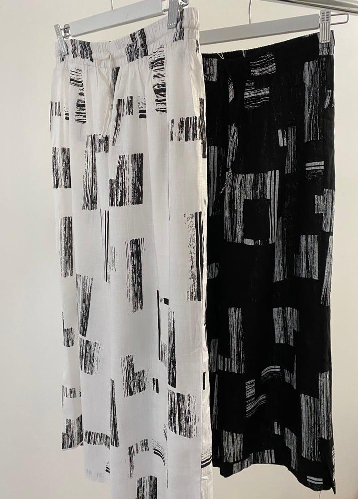 Image of Anne Black/White Linen/Cotton Pants