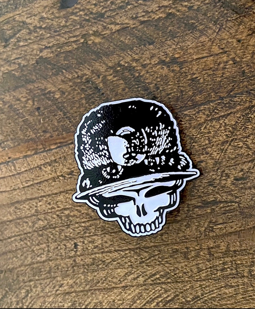 Smokey Stealie Pin