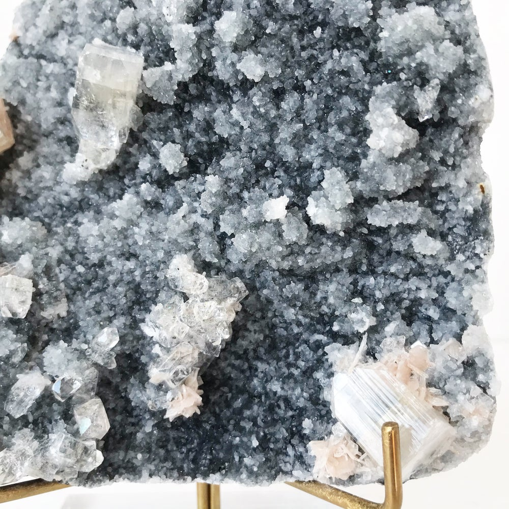 Image of Zeolite no.135 + Lucite and Brass Stand