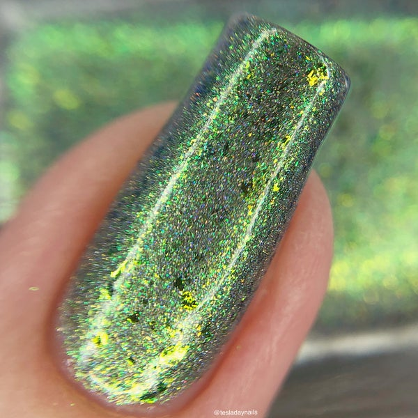 Image of Jolly Green– a linear and scattered holo with aurora shimmer, chameleon flakes in green and gold