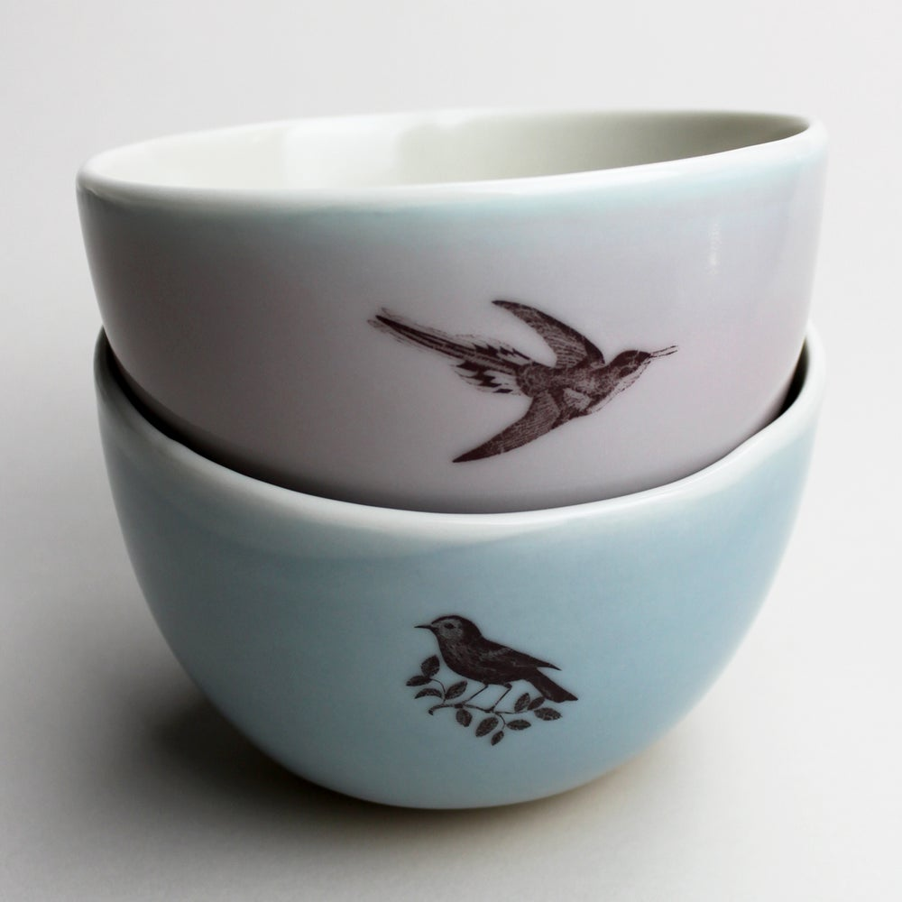 Image of roly soup/cereal/yogurt bowls, set of two, with hummingbird and warbler