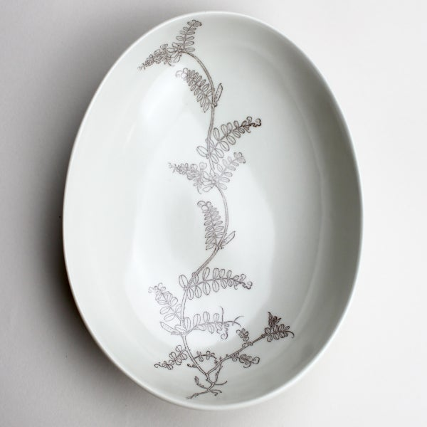 Image of beachstone serving bowl, ivory with sweet-pea vine