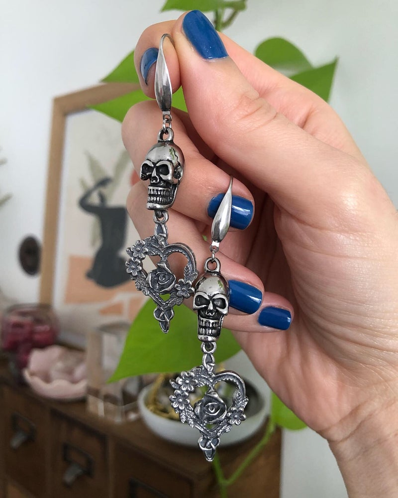 Image of SKULL SWEETHEART EARRINGS
