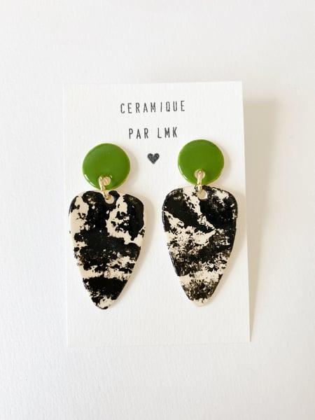 Image of Paire de boucles d'oreilles céramique TRIANGULA vert  et marbré