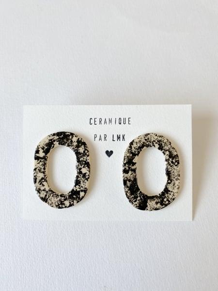 Image of Paire de boucles d'oreilles céramique TOTEM OVALA marbre noir
