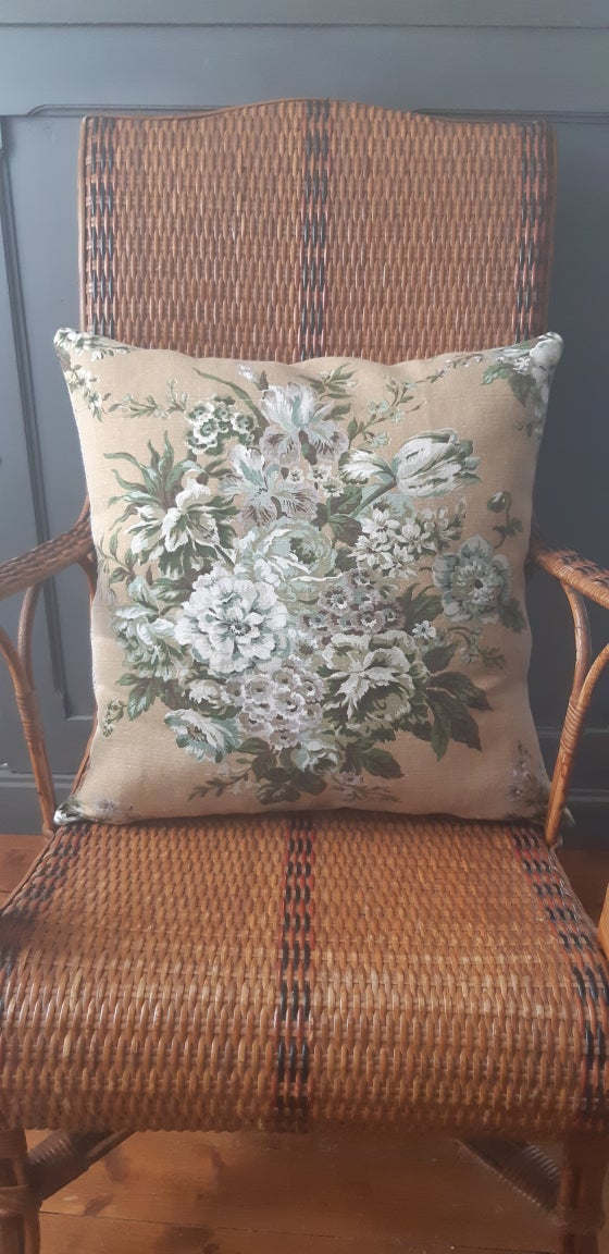 Image of Grand coussin fleuri fond moutarde