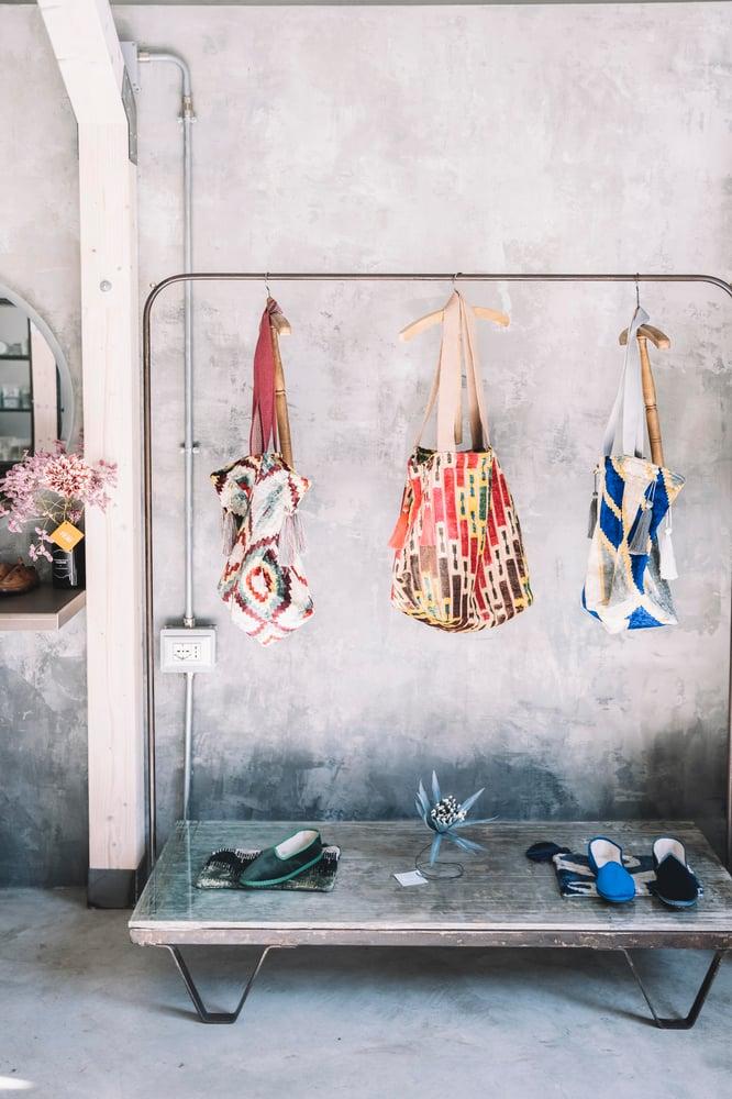 Image of Shopper Ikat realizzate artigianalmente