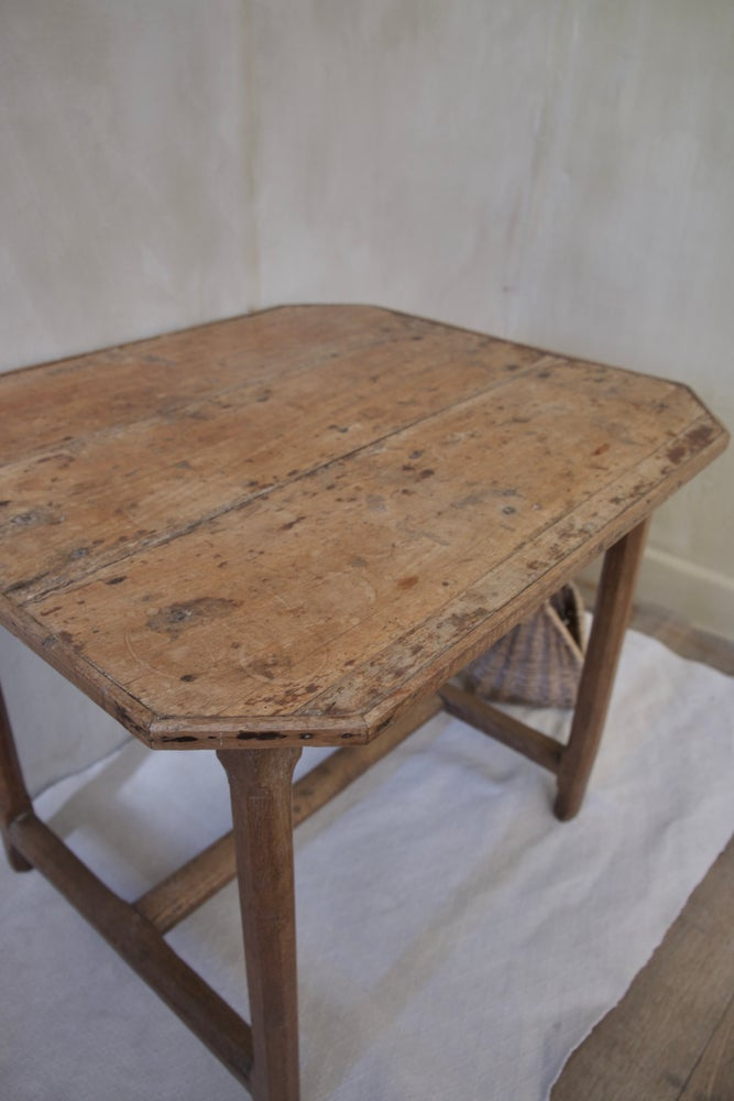 Image of Petite table